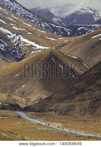 highway pass alpine mountain in waitaki district south island new zealand