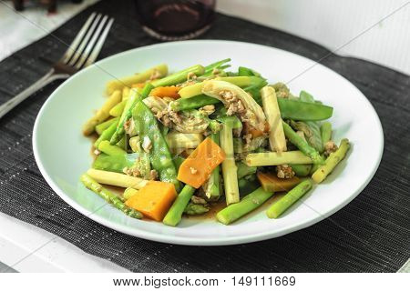 stir-fried mixed fresh vegetables and mince chicken
