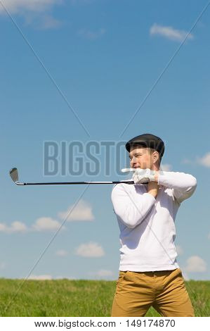 golfer pointing at the place for an inscription