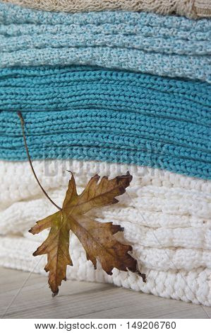 knitted woolen sweaters for cold autumn and winter with maple-leaf