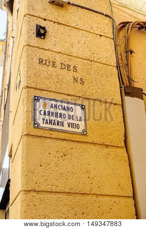 Anciano Carriero de la Tanaie Vieio street seen on the strets of Aix-en-Provence France