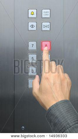 piso de prensa 8 de empresario en ascensor