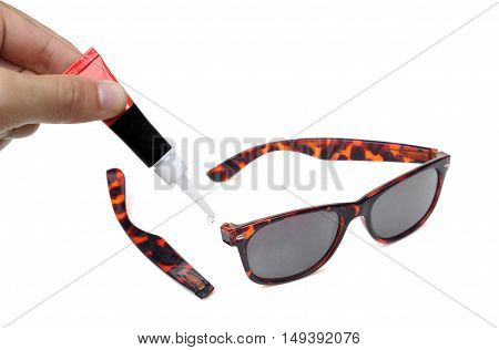 Super glue for fixing broken things/ Fixing sunglasses