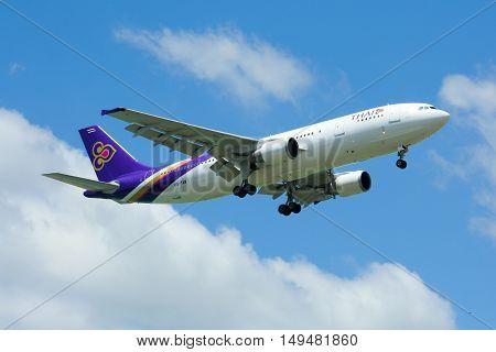 Hs-taw Airbus A300-600R Of Thaiairway.