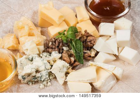 Dessert dish of the four kinds of cheese with sauce and honey
