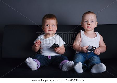 photo of two children with mobile phones