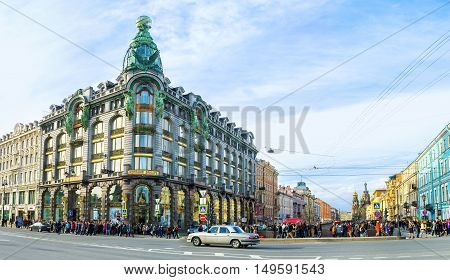 SAINT PETERSBURG RUSSIA - APRIL 25 2015: The Singer House (House of Books) with the dome and bronze sculptures on the corner of Nevsky Prospekt and Griboedov Canal embankment on April 25 in Saint Petersburg.