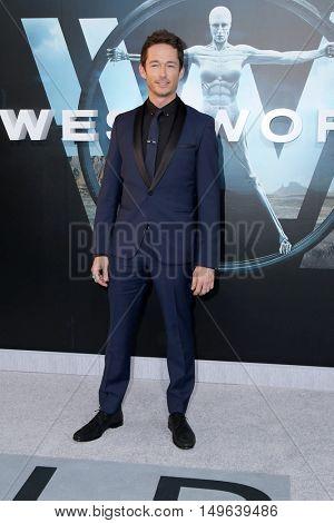 LOS ANGELES - SEP 28:  Simon Quarterman at the HBO's