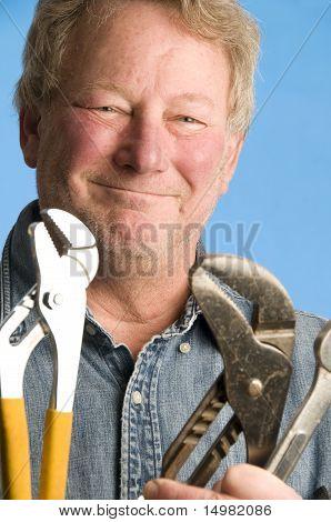 Lächelnd, glücklich Auftragnehmer Builder Hausbesitzer mit Tools