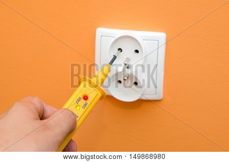 Electricity Current Meter, Turn-screw Into The Socket.
