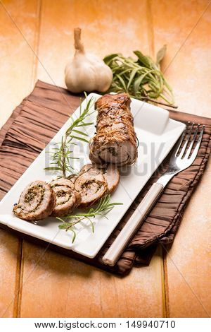 little roast of veal herbs filled