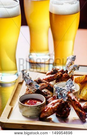 bbq buffalo wings with beer