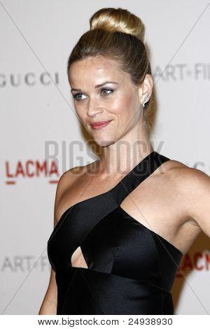 LOS ANGELES - 5 de novembro: Reese Witherspoon chega no LACMA arte + filme Gala no Museu do Condado de LA de
