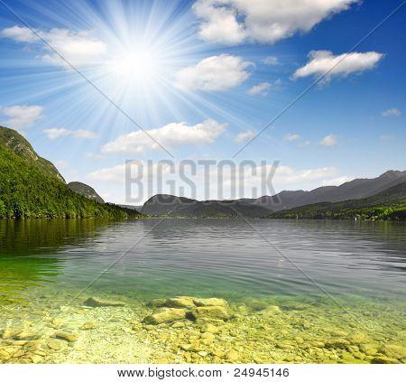 Lago Bohinj nos Alpes Julianos - Eslovénia