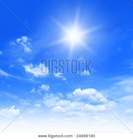 Blauer Himmel und Sonne.
