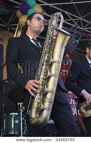 Koen Schouten Plays Baritone Sax On Stage