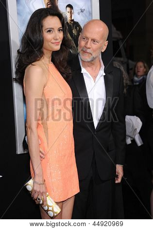 LOS ANGELES - MAR 28:  Bruce Willis & Emma Heming arrives to the