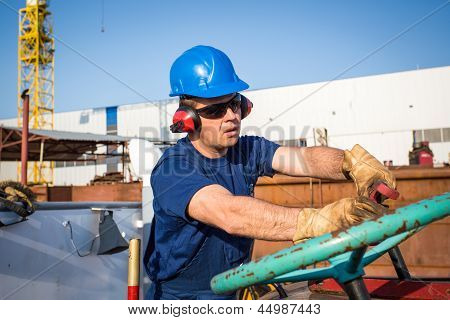 Trabajador del astillero