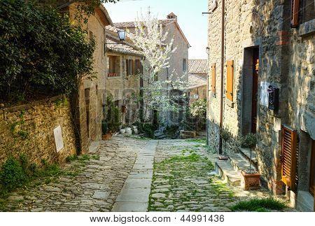 calle antigua italiana. Tuscany