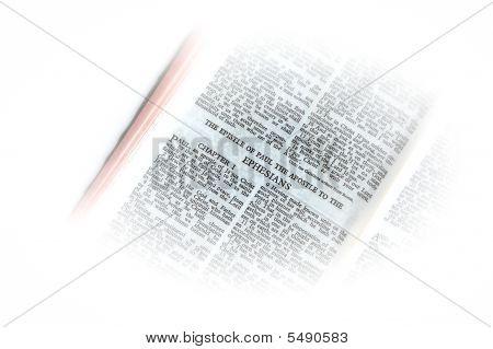 Bíblia aberta a vinheta de Efésios