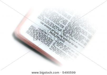 Bíblia aberta a vinheta de Filipenses