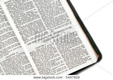 Bíblia aberta para o Corinthians