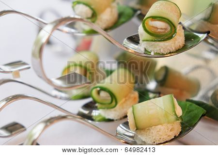 the image of an appetizers  on party spoons