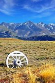 image of covered wagon  - Road sign in the form of a wagon wheel - JPG