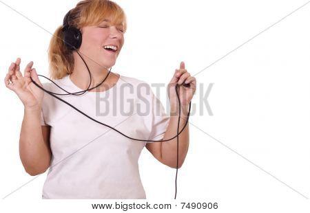 Singing to music