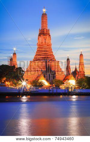 Twilight at Wat Arun