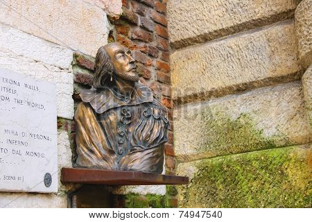 Bronze Bust Of William Shakespeare In Verona, Italy
