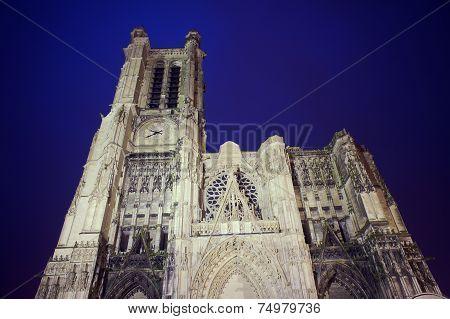 Gothic facade of the Saint-Pierre-et-Saint-Paul Cathedral