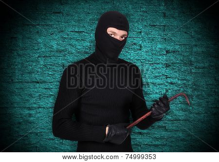 Mugger With Nail Puller