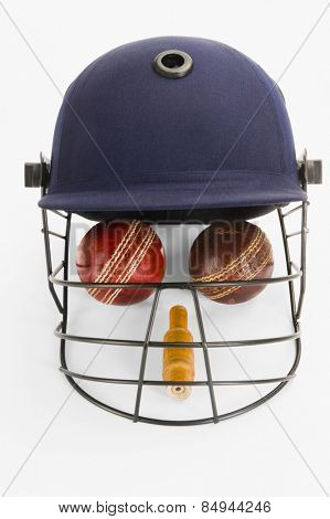 Cricket equipment forming a human face