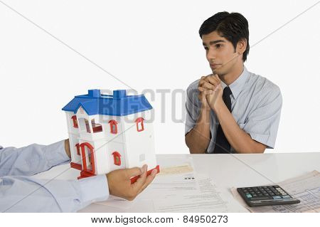 Customer pleading to a real estate agent