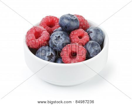 fresh raspberry and blueberry in bowl