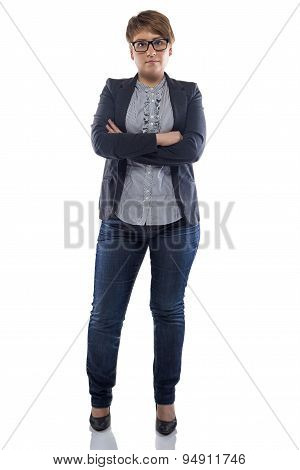 Photo pudgy woman in jeans with arms crossed