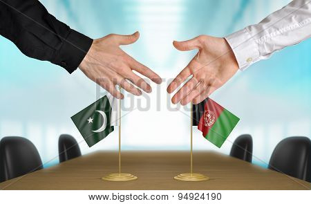 Pakistan and Afghanistan diplomats agreeing on a deal