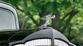 Постер, плакат: 1937 Packard Super 8 Goddess Of Speed Hood Ornament