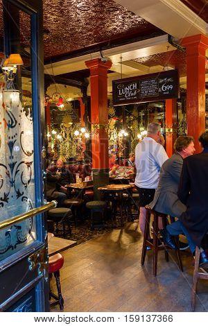 Pub The Salisbury In London, Uk