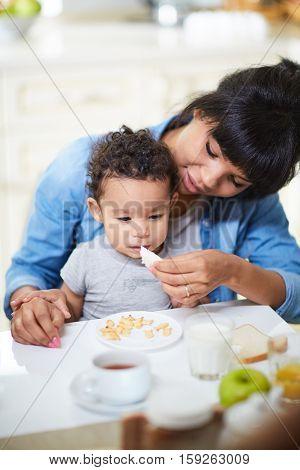 Feeding son