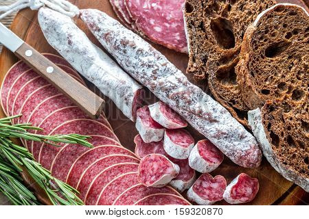 Different kinds of salami with dark-rye bread