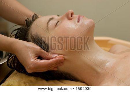 Ayurvedische Öl Massage Verfahren
