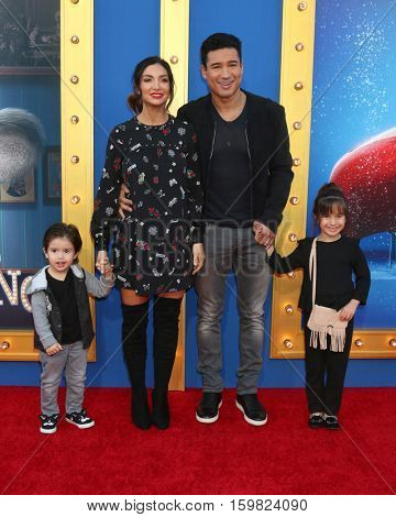 LOS ANGELES - DEC 3:  Dominic Lopez, Courtney Laine Mazza, Mario Lopez, Francesca Lopez at the