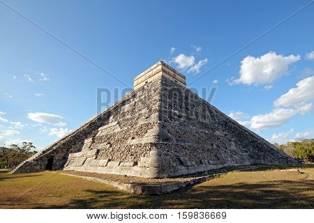 The Kukulkan Pyramid aka El Castillo in Ancient Mayan City Chichén Itzá. Yucatan Mexico