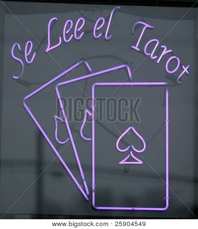 """neon sign"" ""se lee el tarot"" ""fortune teller"""