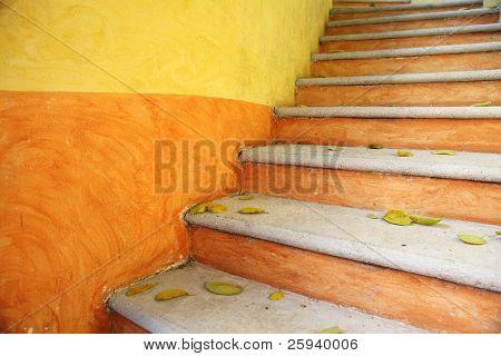 Kleurrijke heldere buiten trappen. Mexico.