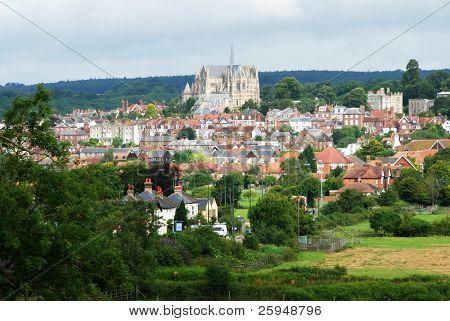 Hermoso casco histórico de Arundel en West Sussex, Gran Bretaña