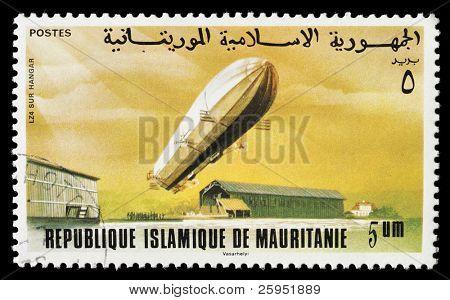 Mauritânia - por volta de 1976: Um selo imprimido em Mauritânia mostra um LZ74 Zeppelin dirigível, por volta de 1976