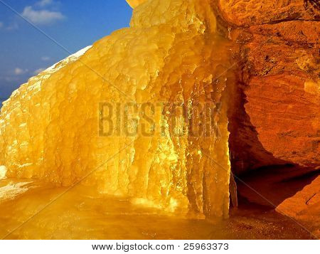 Natural ice shine as gold